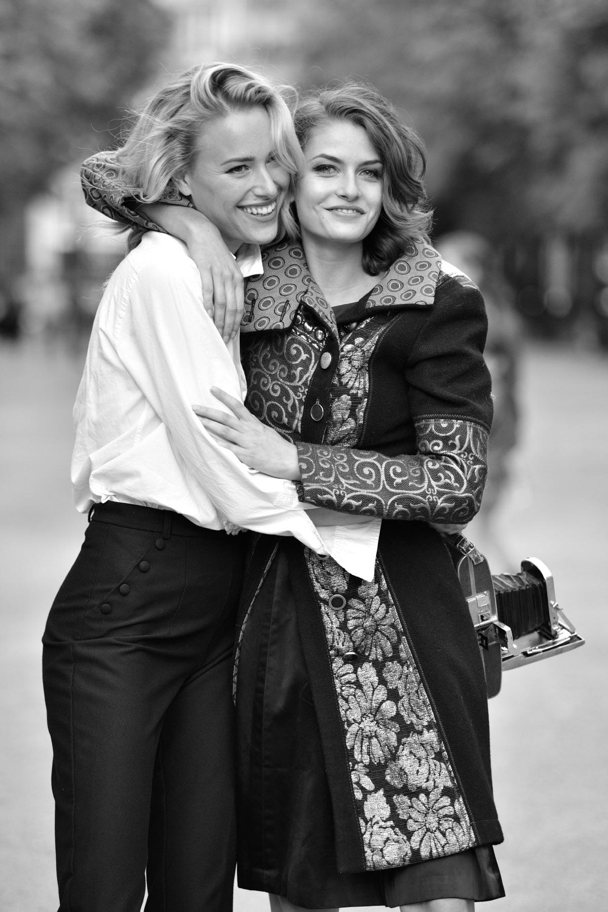Paris Female couple Editorial - nouvelle Romance homage by Peter Mueller Photography 12