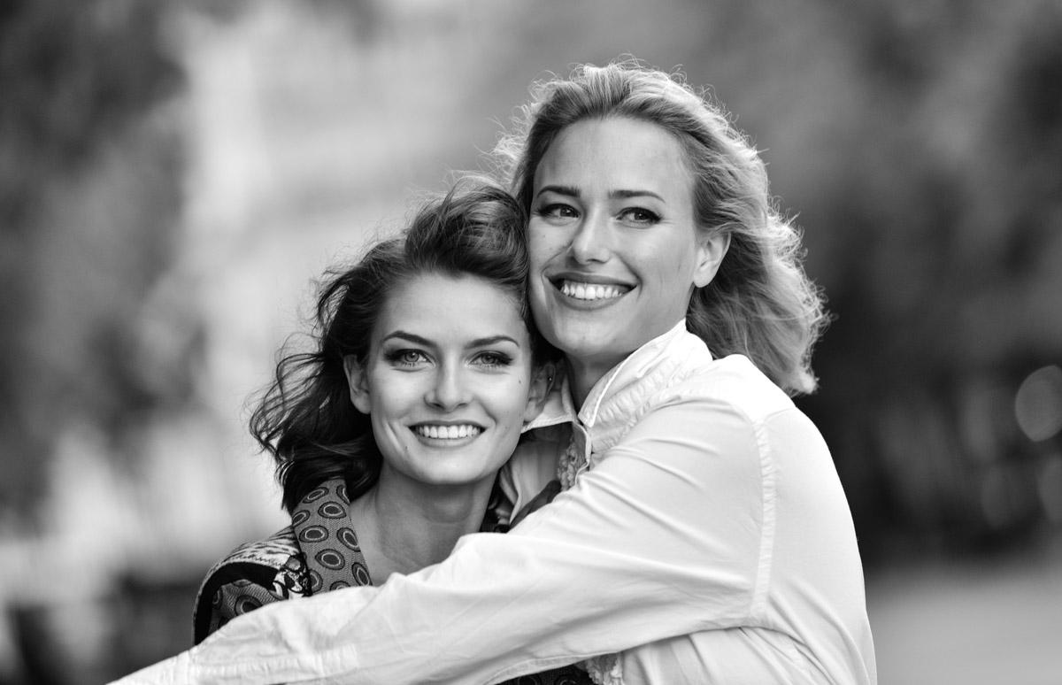 Paris Female couple Editorial - nouvelle Romance homage by Peter Mueller Photography 5