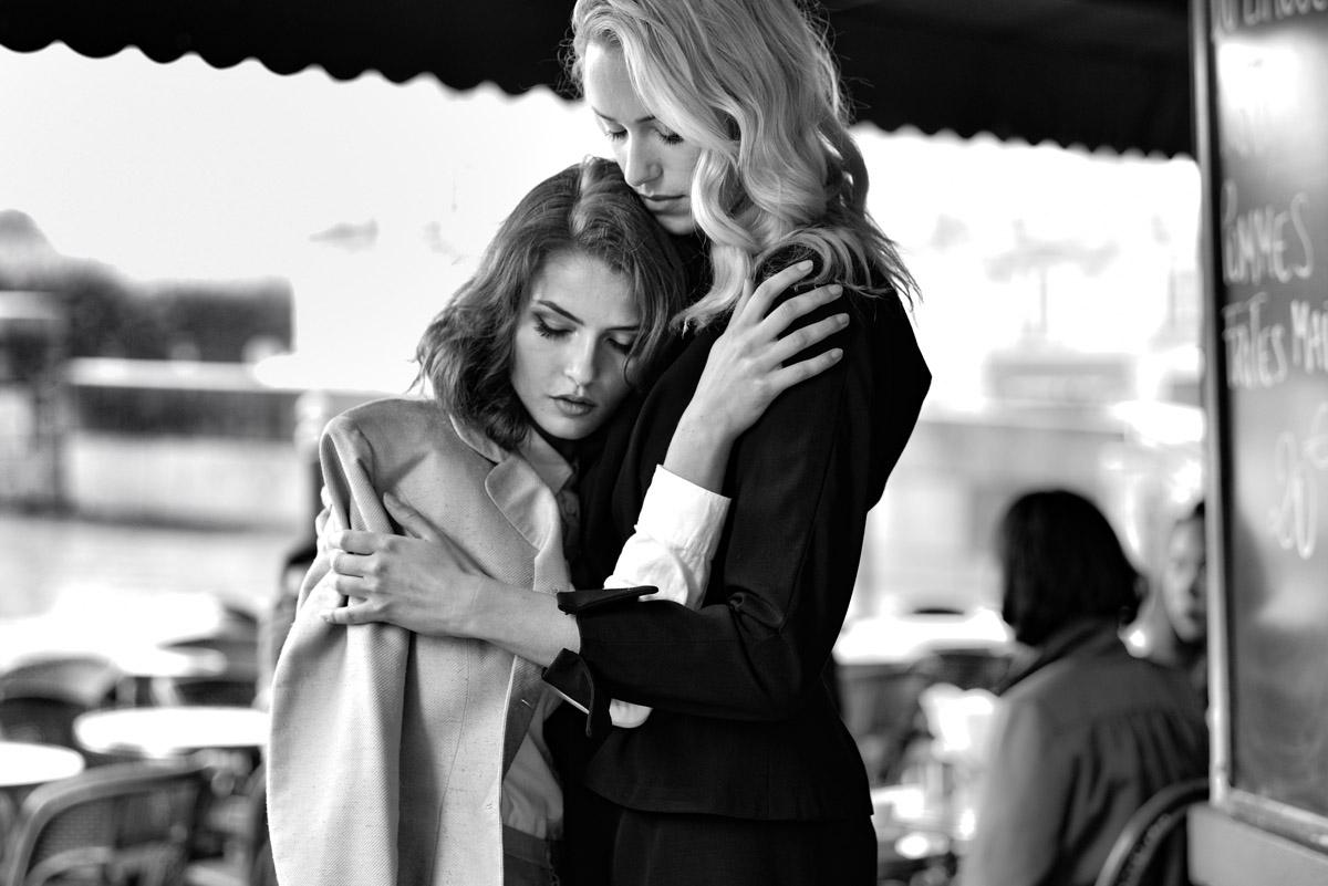 Paris Female couple Editorial - nouvelle Romance homage by Peter Mueller Photography 7